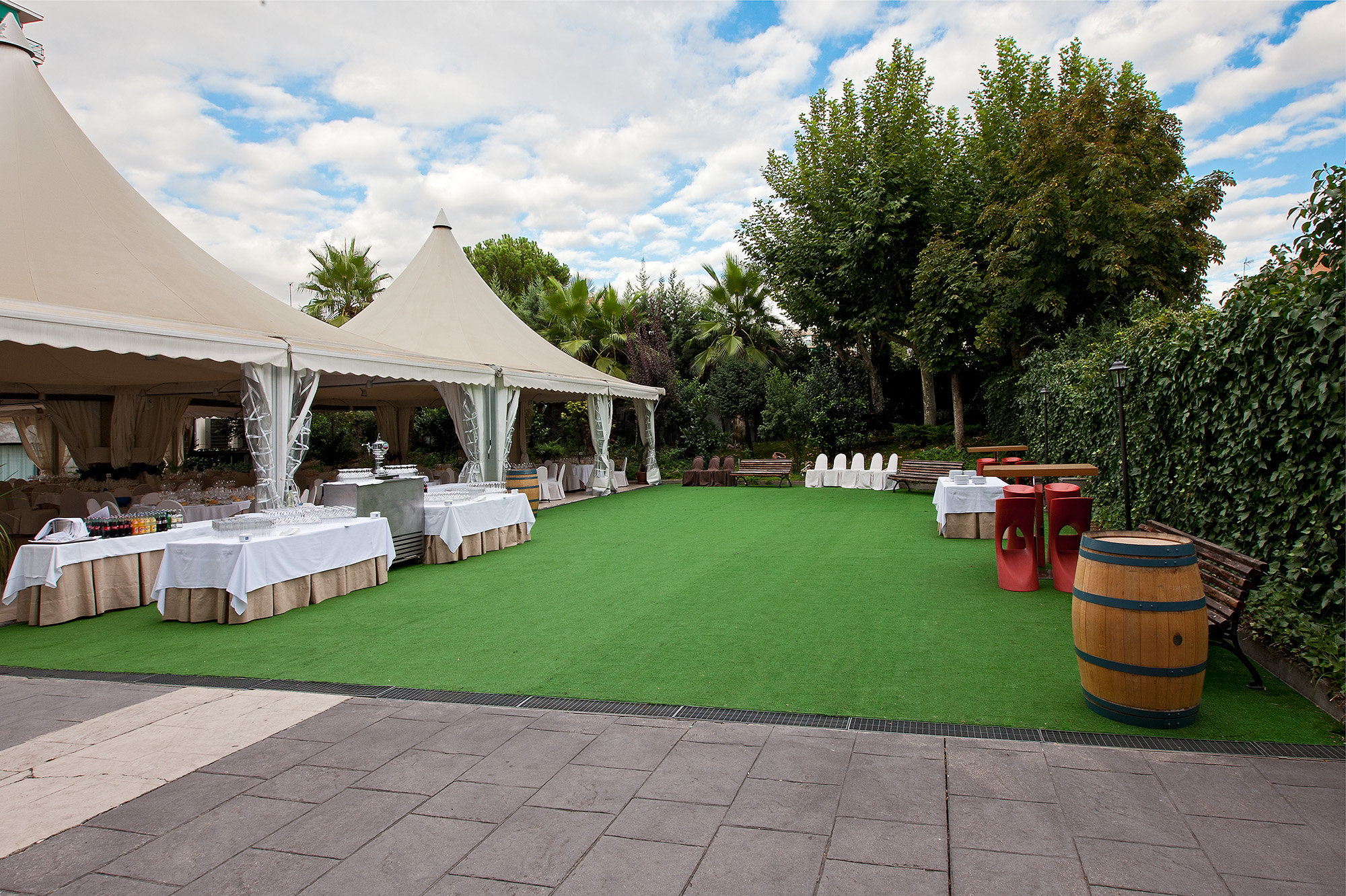Nh hoteles blogs tu boda en un jard n en el centro de madrid for Boda madrid jardin